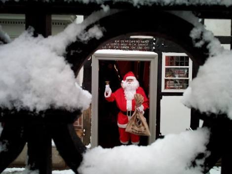 Kommt am 2. Adventssonntag ins Museum: der Weihnachtsmann. Foto: LRF/HAT